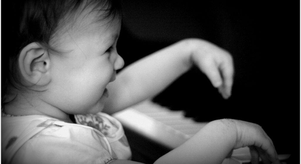 klavierspielendes kind