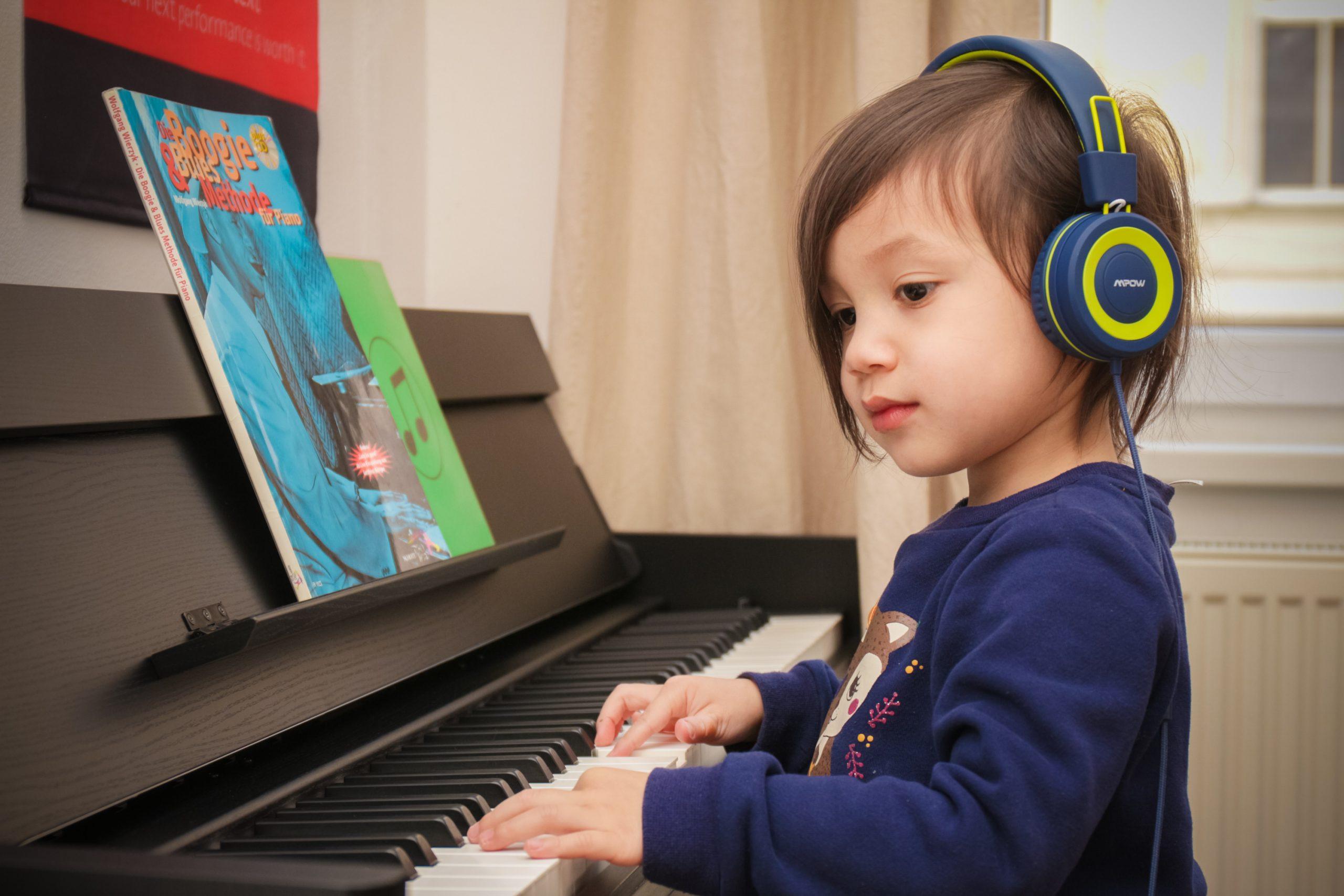 Diese Vorbereitungen solltest du treffen, bevor dein Kind mit dem Klavierspiel anfängt
